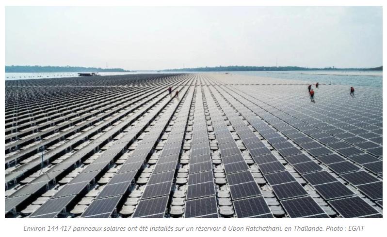 Environ 144 417 panneaux solaires ont été installés sur un réservoir à Ubon Ratchathani, en Thaïlande